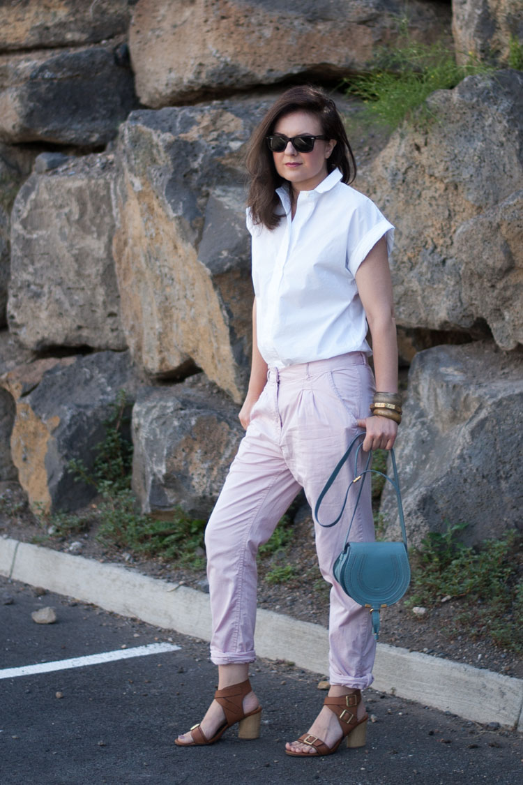 Blogger styles blush pants chinos with white J Crew shirt and Chloe Marcie bag