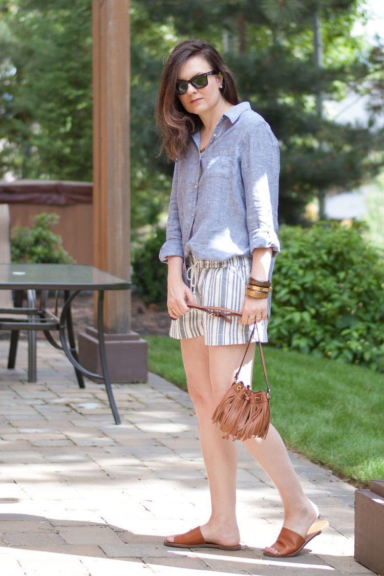 Style blogger summer look chambray shirt and shorts neutral accessories