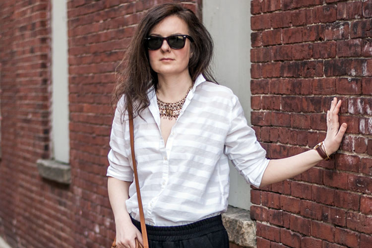 How to style a white shirt like a blogger