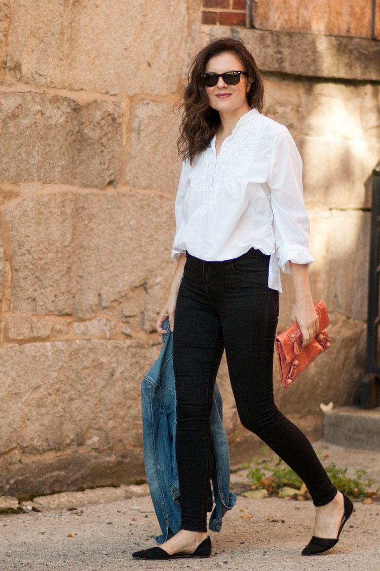 Street style blogger white peasant shirt black skinny jeans and pink clutch