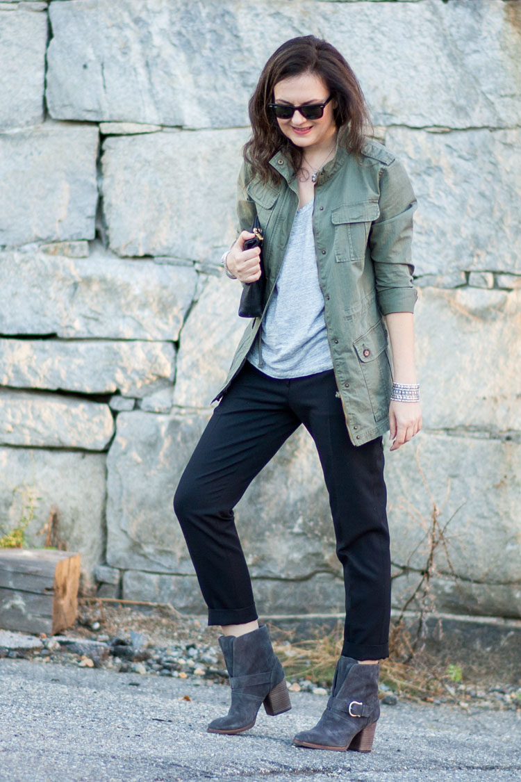 mixing neutrals for fall and spring casual outfit with black Acne pants
