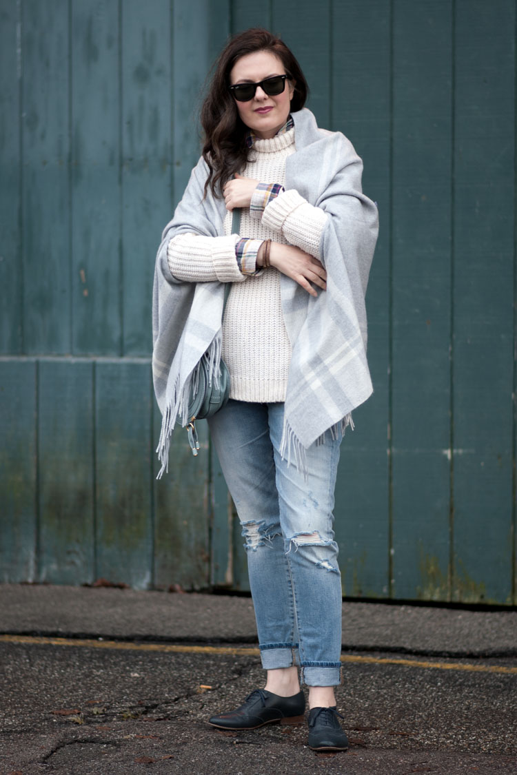 blogger style fall look layers ripped jeans