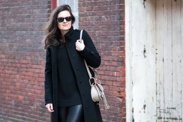 How to wear a long black coat like a style blogger